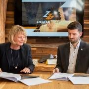 Vertragsunterzeichnung Ziegler Group und OTH Amberg-Weiden