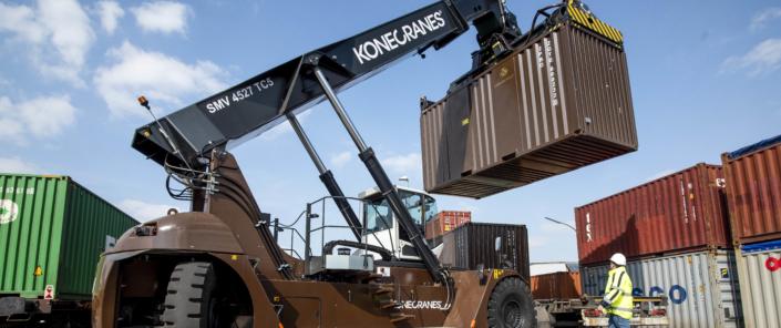 Transport von Container