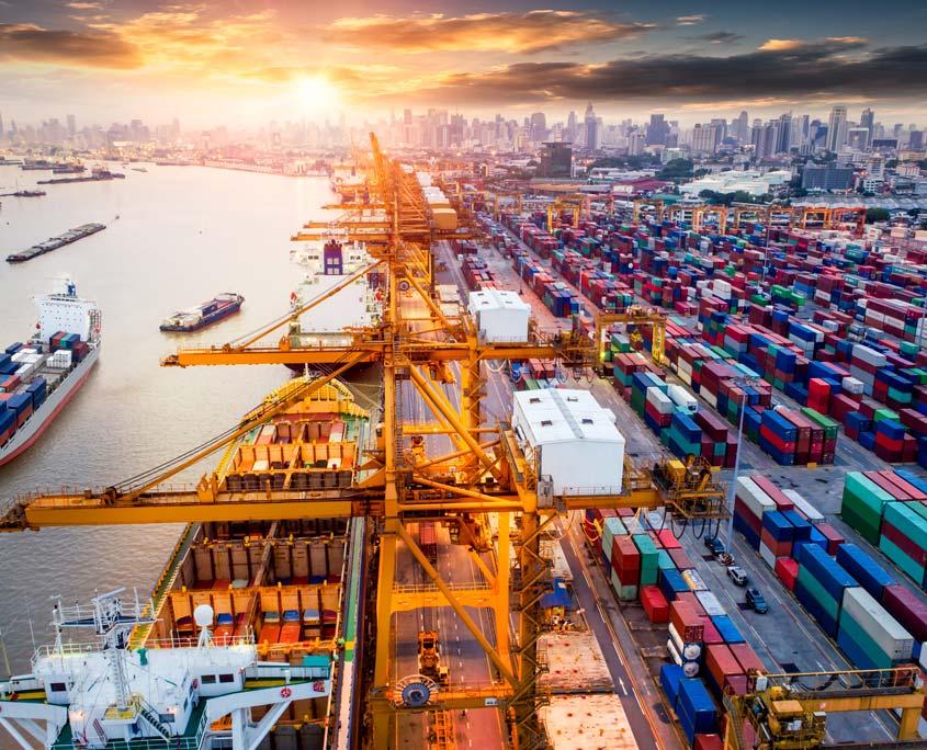 Containerschiffe am Hafen