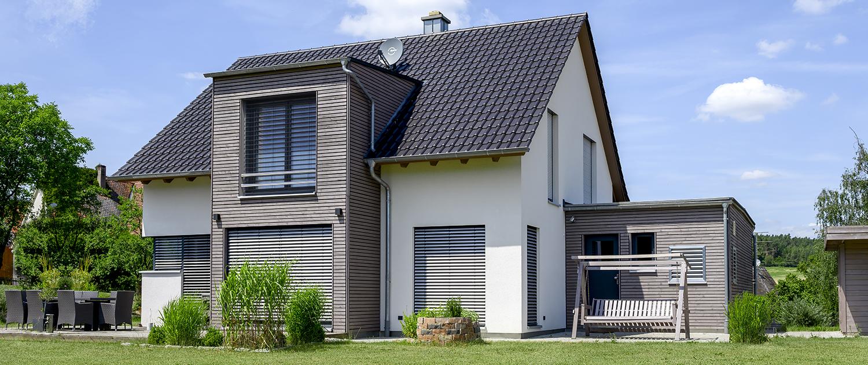 Haus mit Holzverkleidung